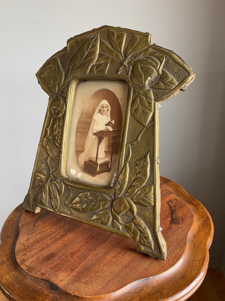 Rare Arts & Crafts Table Picture Frame with Embossed Brass Rose Hip and Leafs For Sale 9