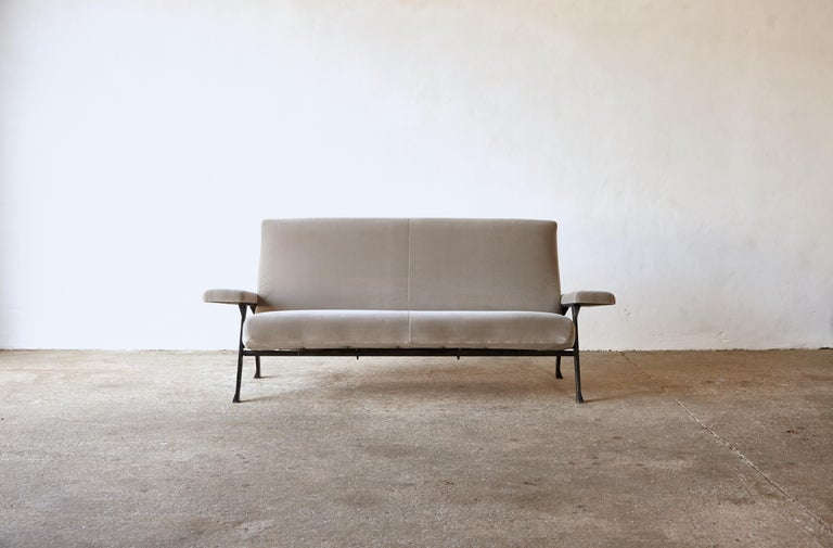 Mid-Century Modern Rare Authentic 1950s Roberto Menghi Sofa, Arflex, Italy, Newly Upholstered For Sale