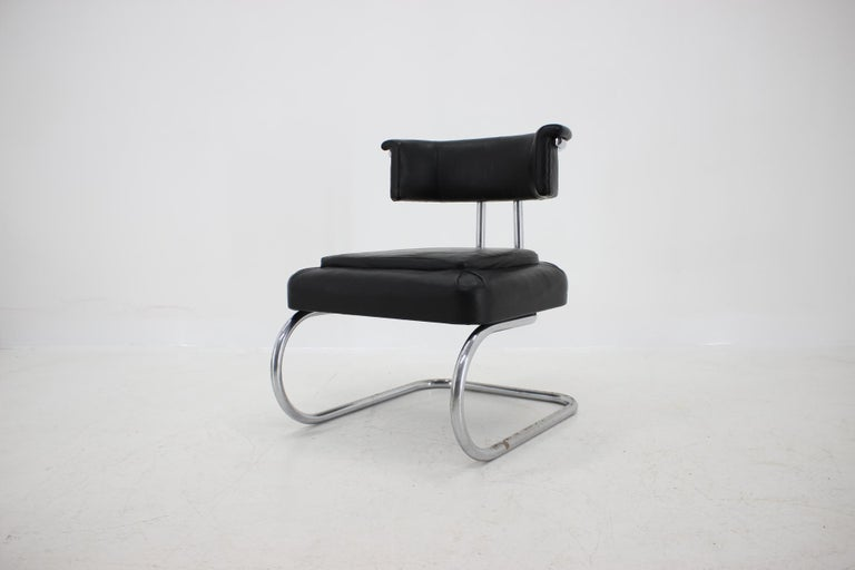 - Czechoslovakia, 1930s - Manufacturer: MÜCKE MELDER, model fn 28 - Publicated in catalogues and books (2000 chrome chairs by Otakar Mácel) - Good original condition with patina - New upholstery with high-quality black leather.
