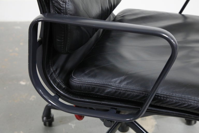 Rare Black on Black Eames Soft Pad Management Chair by Herman Miller, 1988 For Sale 6