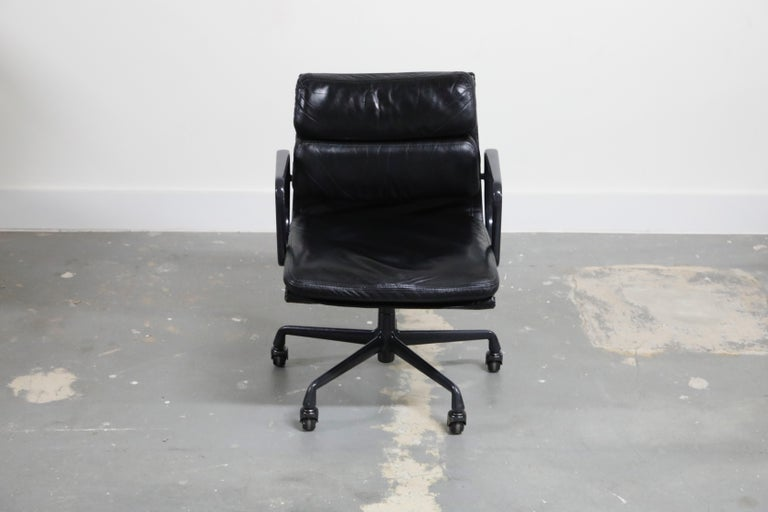 A rare collectors example of a rare colorway black on black soft pad management chair, dated 1988 - the same great year that brought us beetle juice, big, and die hard. This sought after leather 'Soft Pad' management desk chair is from the Aluminum