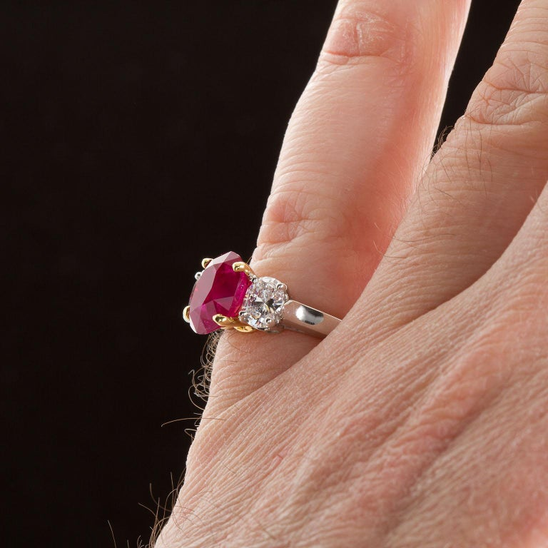 Rare Burma No-Heat 2.64 Carat Oval Ruby Diamond Three-Stone Ring In Excellent Condition For Sale In New York, NY