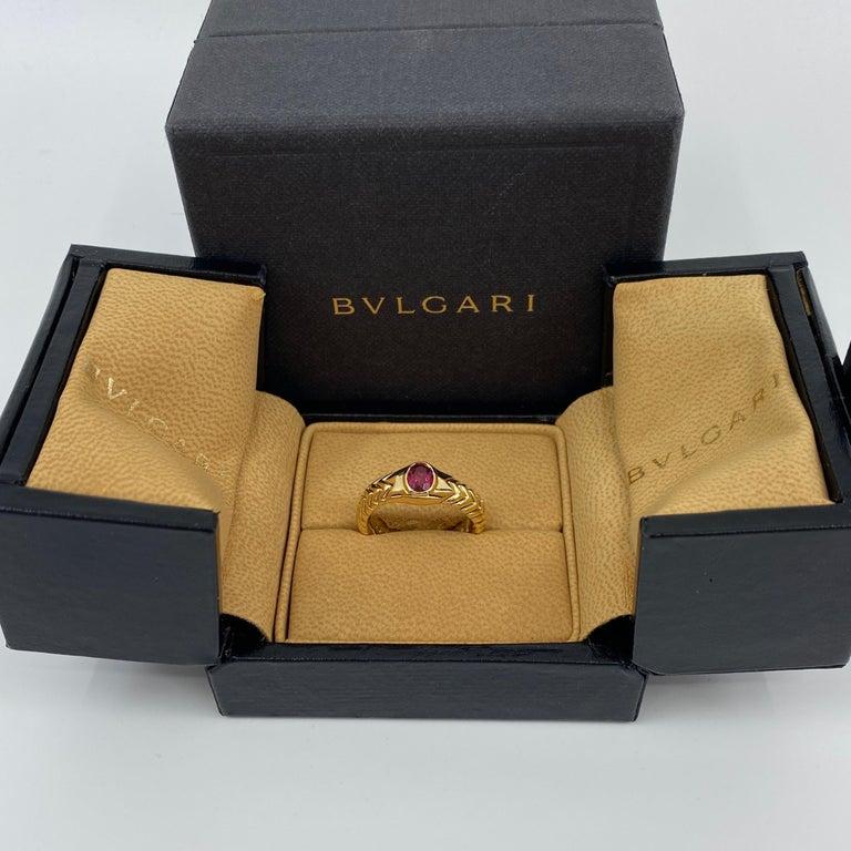Rare Bvlgari Pink Tourmaline Serpenti Oval Cut 18 Karat Yellow Gold Flex Ring In Excellent Condition For Sale In Bristol, GB