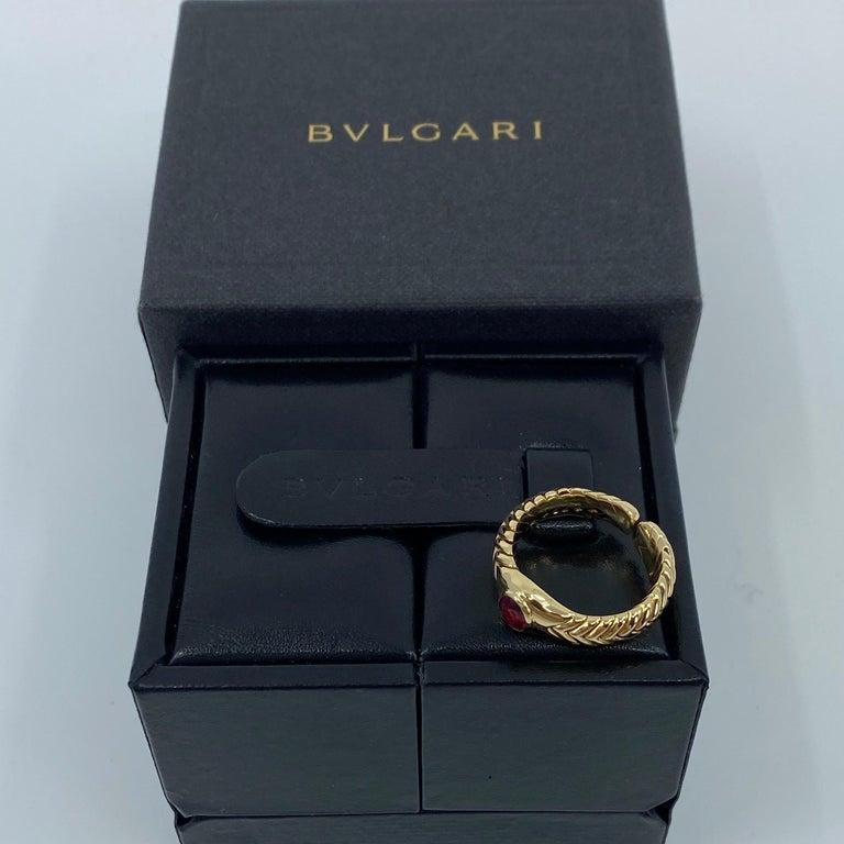 Rare Bvlgari Pink Tourmaline Serpenti Oval Cut 18 Karat Yellow Gold Flex Ring For Sale 2