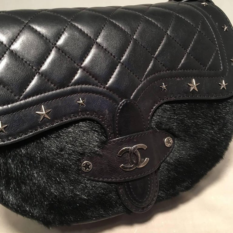 Chanel Black Fur and Leather Saddle Shoulder Bag For Sale 2