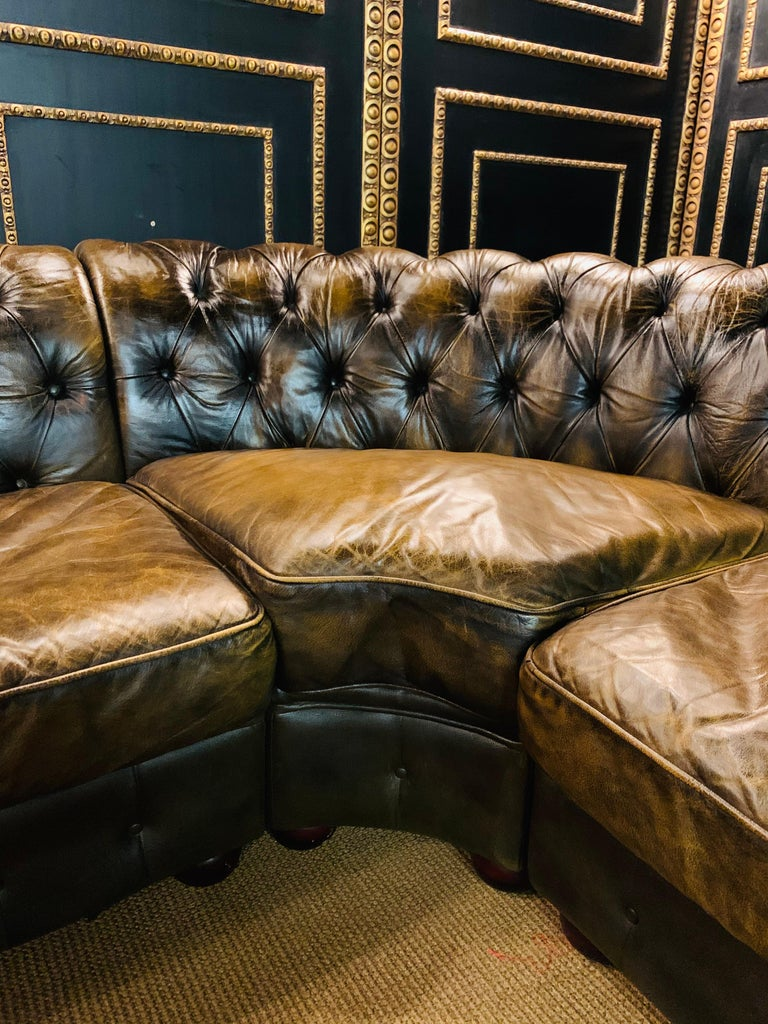 Rare Chesterfield Corner Couch Made of Real Thick Leather In Good Condition For Sale In Berlin, DE