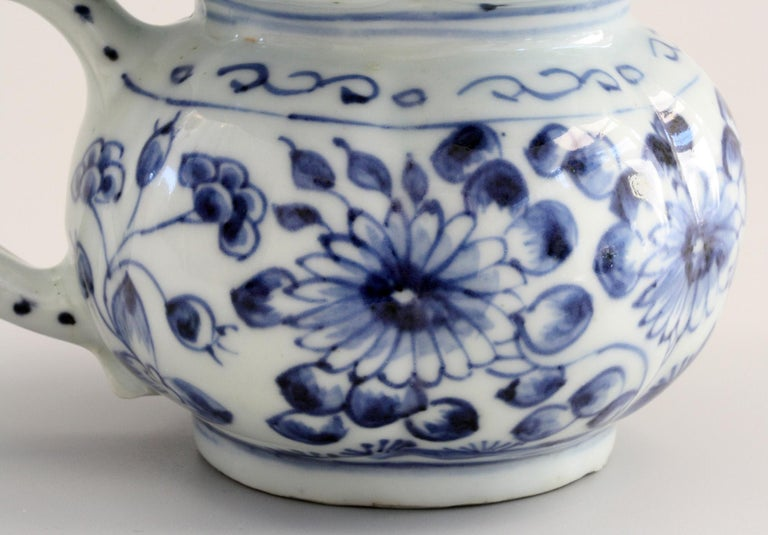 Rare Chinese Qianlong Blue and White Floral Painted Porcelain Spittoon For Sale 7