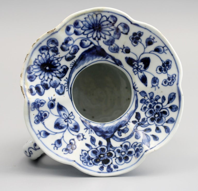 Rare Chinese Qianlong Blue and White Floral Painted Porcelain Spittoon For Sale 8