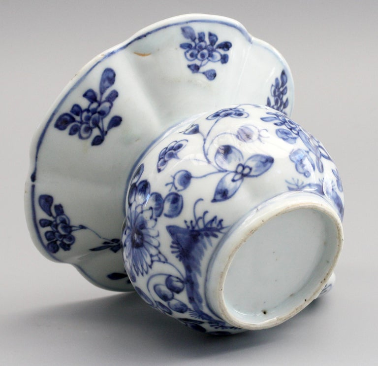 Asian Rare Chinese Qianlong Blue and White Floral Painted Porcelain Spittoon For Sale