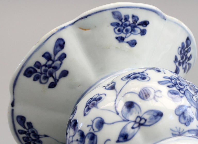 Hand-Painted Rare Chinese Qianlong Blue and White Floral Painted Porcelain Spittoon For Sale