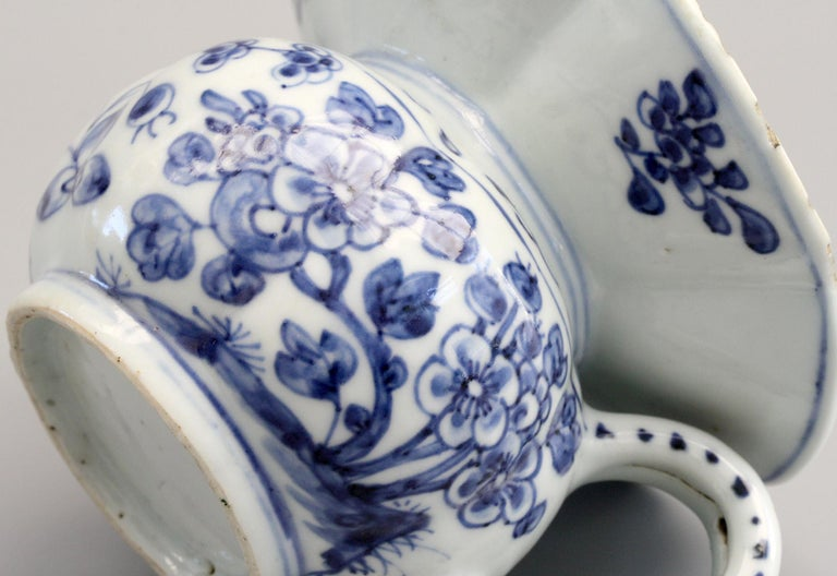 18th Century Rare Chinese Qianlong Blue and White Floral Painted Porcelain Spittoon For Sale