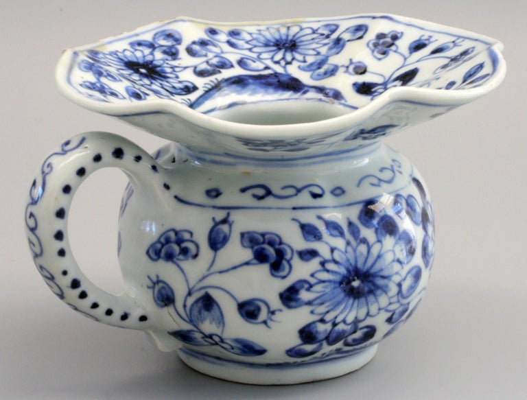Rare Chinese Qianlong Blue and White Floral Painted Porcelain Spittoon For Sale 2