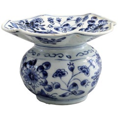 Rare Chinese Qianlong Blue and White Floral Painted Porcelain Spittoon