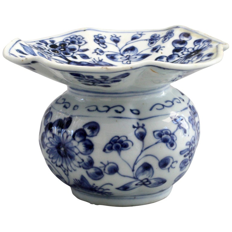 Rare Chinese Qianlong Blue and White Floral Painted Porcelain Spittoon For Sale