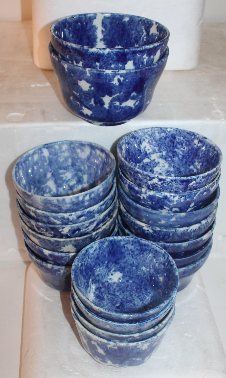 Rare Collection of 20 Sponge Ware Waste Bowls In Good Condition For Sale In Los Angeles, CA
