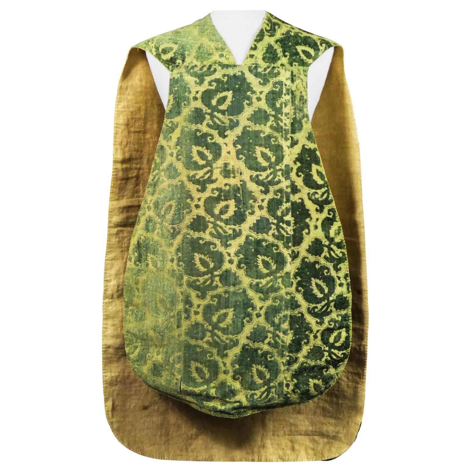Rare Complete Chasuble in Chiseled Cut Velvet - Italy Late 16th Century