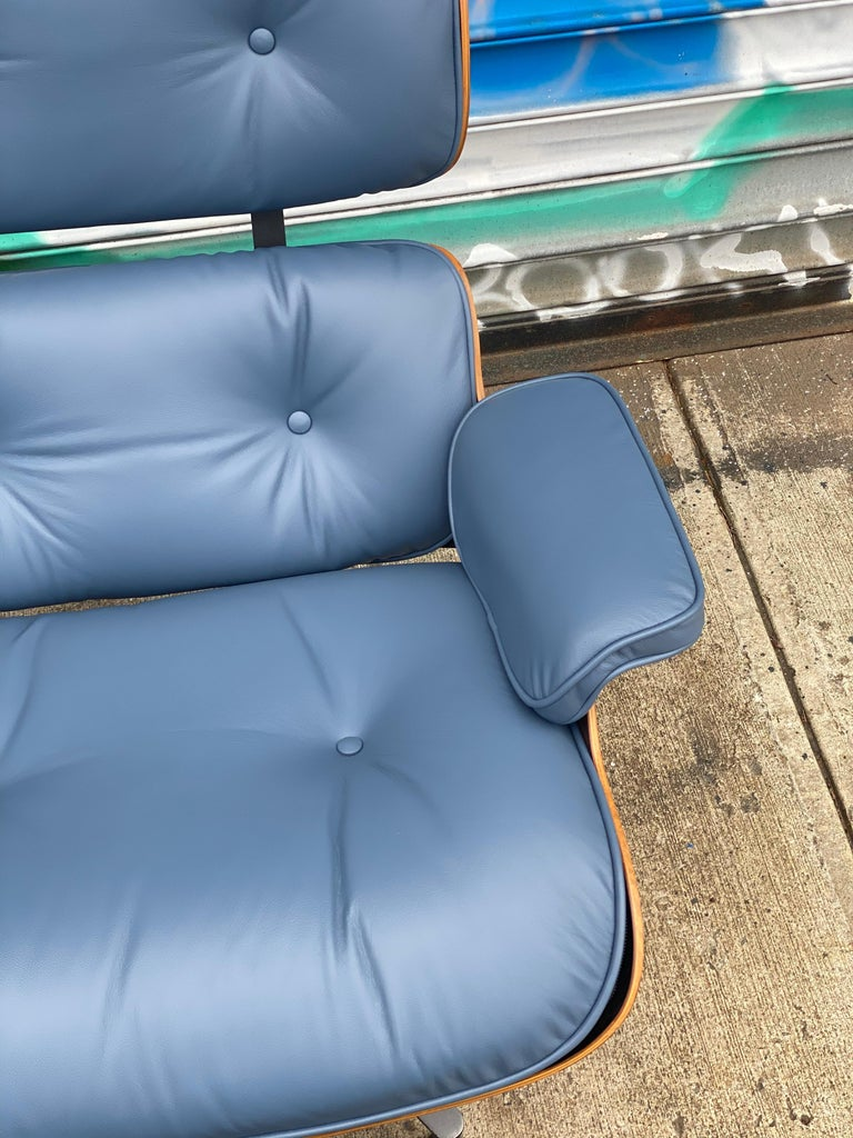 Rare Custom Herman Miller Eames Lounge Chair & Ottoman with Perfect Blue Leather In Good Condition For Sale In Brooklyn, NY