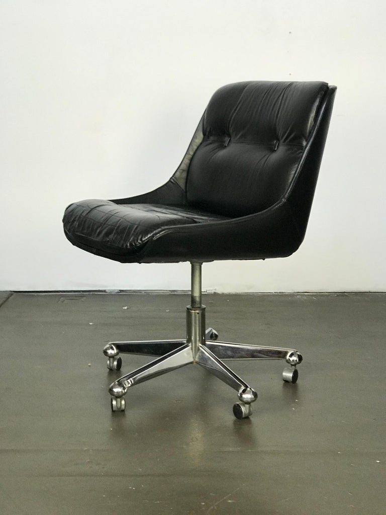 Mid Century Modern Desk Chair in Leather by Jean Gillon  For Sale 3