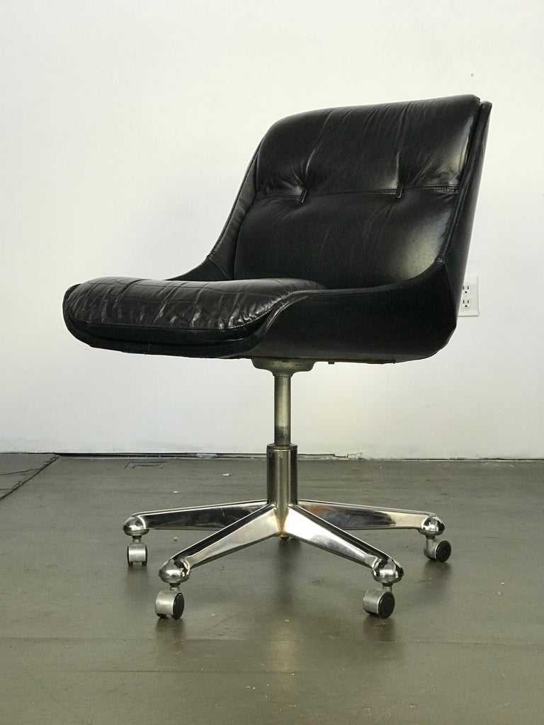 Mid Century Modern Desk Chair in Leather by Jean Gillon  For Sale 5