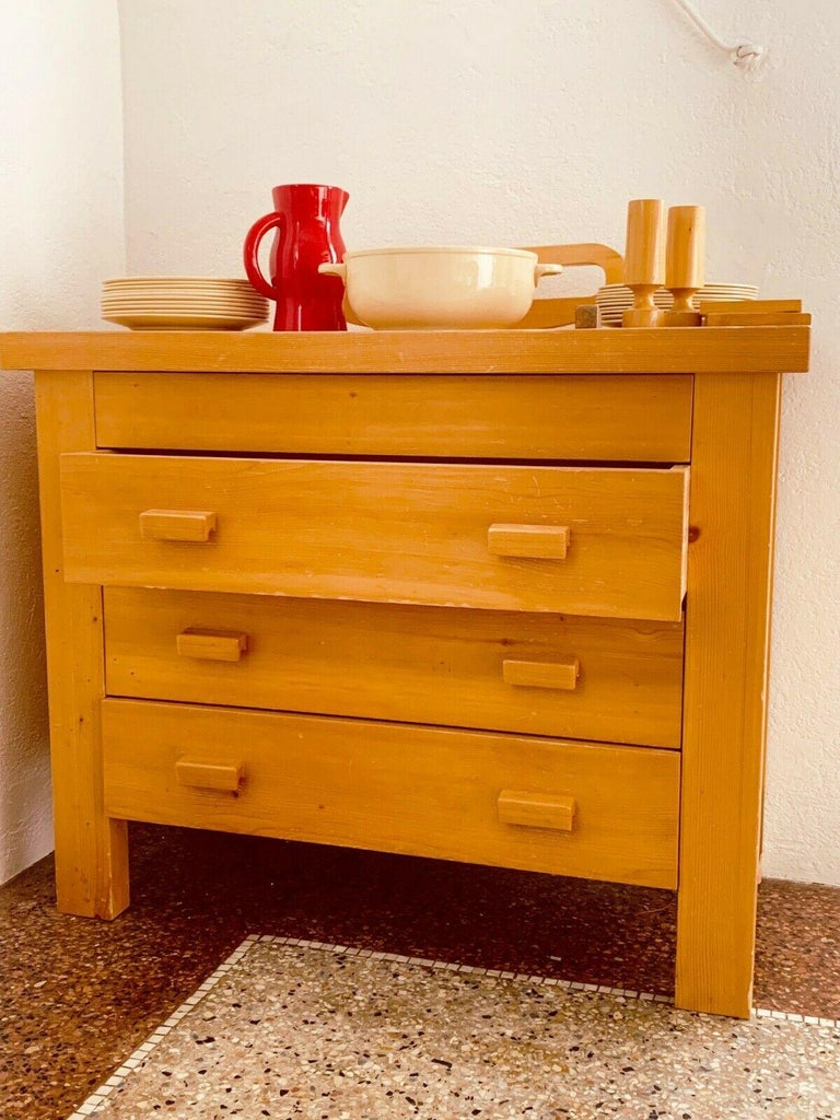 Rare Dresser 4 drawers Charlotte Perriand/ René Martin Les Allues Meribel 1971. Pine top zigzag or crocodile mount feature entirely original. Note: René Martin was Charlotte Perriand's cabinet maker at Méribel-les-Allues. In the valley of the