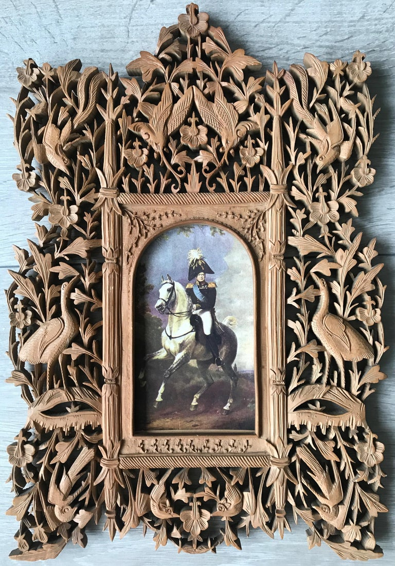 Rare Early 1900s Finely Hand Carved Flowers and Animals Sculpture Picture Frame For Sale 2