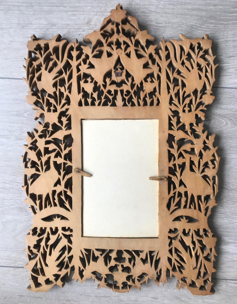 Rare Early 1900s Finely Hand Carved Flowers and Animals Sculpture Picture Frame For Sale 3