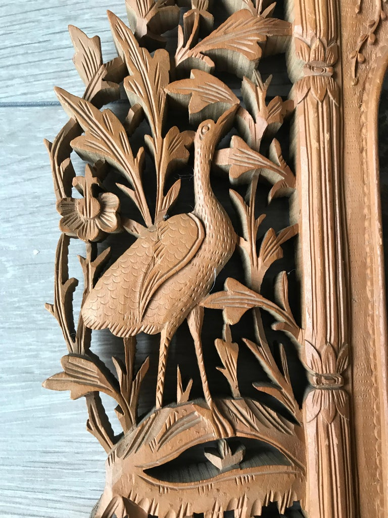 Rare Early 1900s Finely Hand Carved Flowers and Animals Sculpture Picture Frame In Good Condition For Sale In Lisse, NL