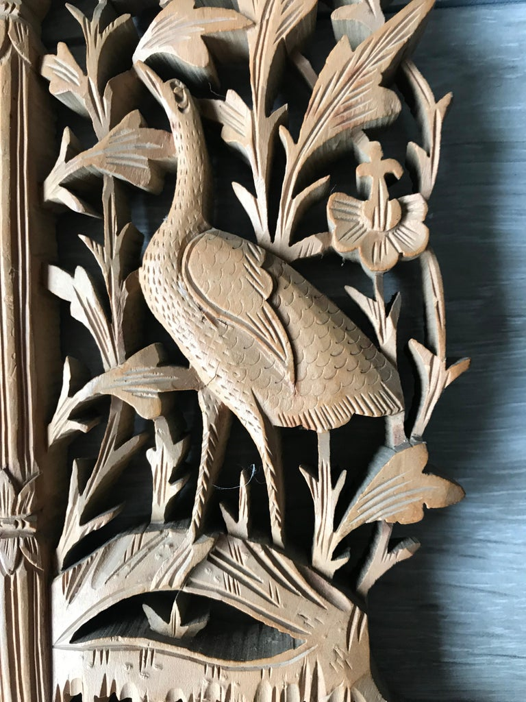 Rare Early 1900s Finely Hand Carved Flowers and Animals Sculpture Picture Frame For Sale 1