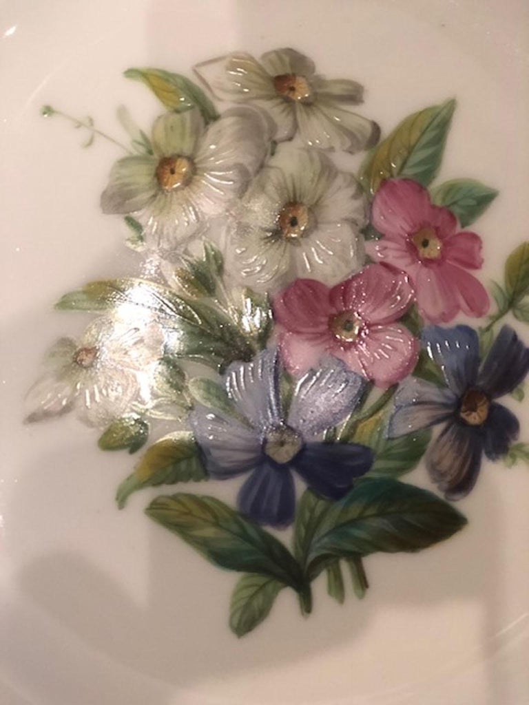 Rare Early 19th Century Paris Botanical Pink Porcelain Service for 24 For Sale 5