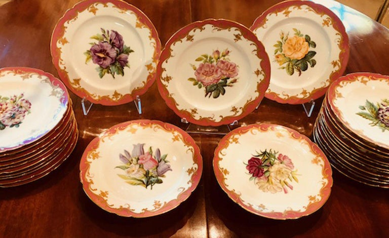 Rare Early 19th Century Paris Botanical Pink Porcelain Service for 24 For Sale 6