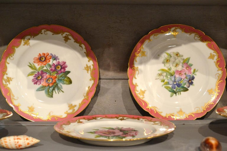 Rare Early 19th Century Paris Botanical Pink Porcelain Service for 24 For Sale 7