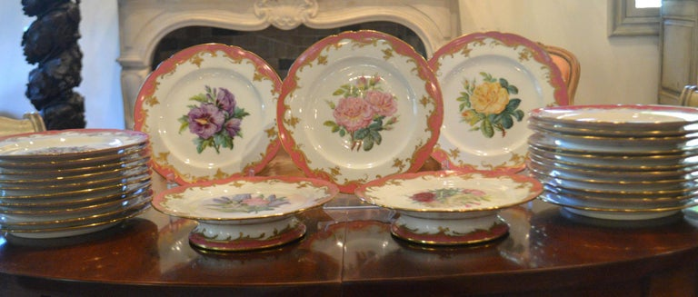 Rare Early 19th Century Paris Botanical Pink Porcelain Service for 24 In Excellent Condition For Sale In Vista, CA