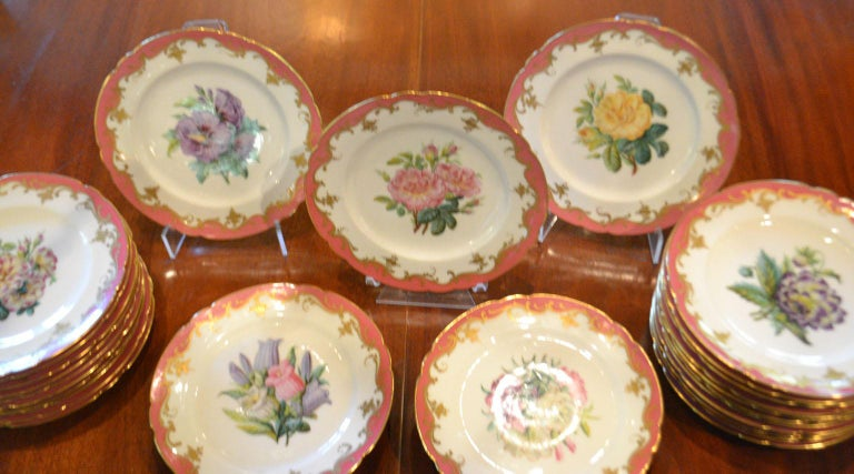 Rare Early 19th Century Paris Botanical Pink Porcelain Service for 24 For Sale 1