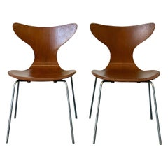 Rare Early Arne Jacobsen Lily Chairs, Fritz Hansen, 1969, a Pair