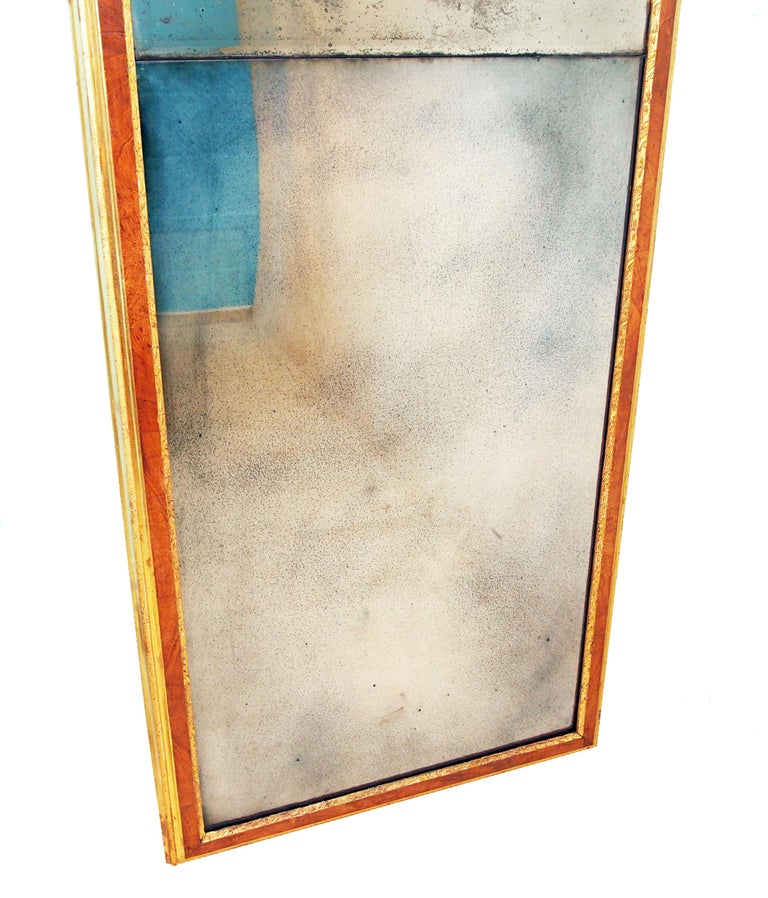 Rare Early Georgian 18th Century Walnut and Gilt Pier Mirror In Good Condition For Sale In Bedfordshire, GB