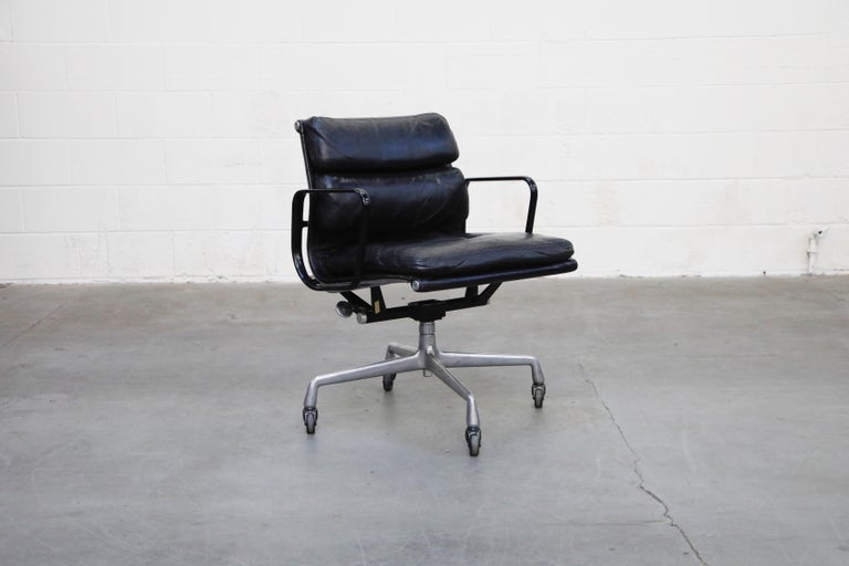 Mid-Century Modern Rare Early Production Eames Soft Pad Chair by Herman Miller, Signed & Dated 1976 For Sale