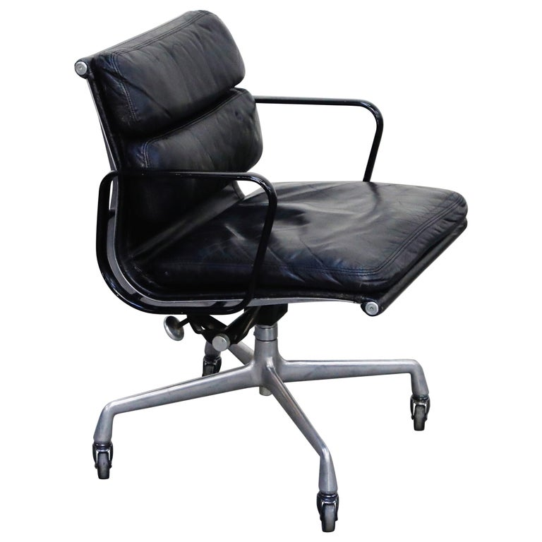 Rare Early Production Eames Soft Pad Chair by Herman Miller, Signed & Dated 1976 For Sale