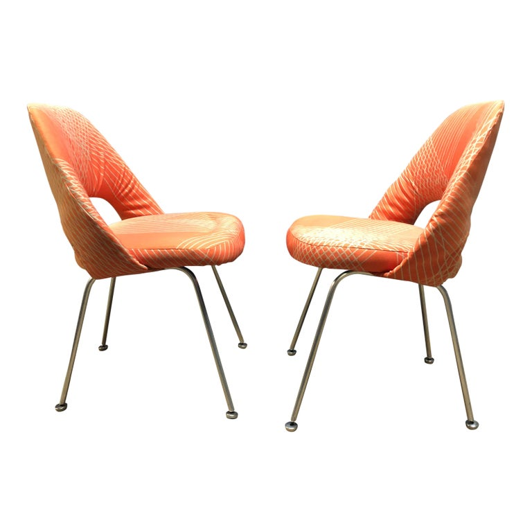 For your consideration are a pair of rare and early Eero Saarinen for Knoll side chairs.  These early production examples are evidenced by the unusual base structure and