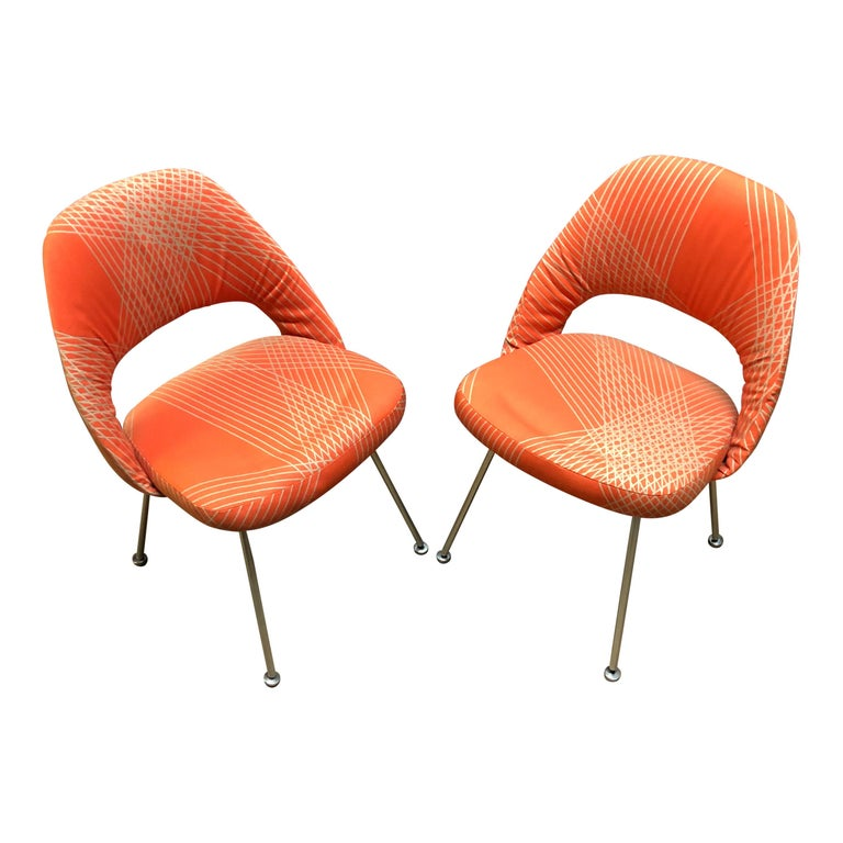 Mid-Century Modern Rare Eero Saarinen for Knoll Chairs on Aluminum Legs