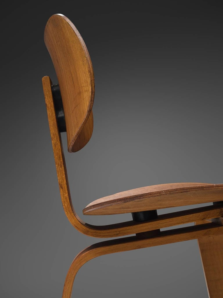 Mid-20th Century Rare Egon Eiermann Pair of SE42 Plywood Chairs For Sale