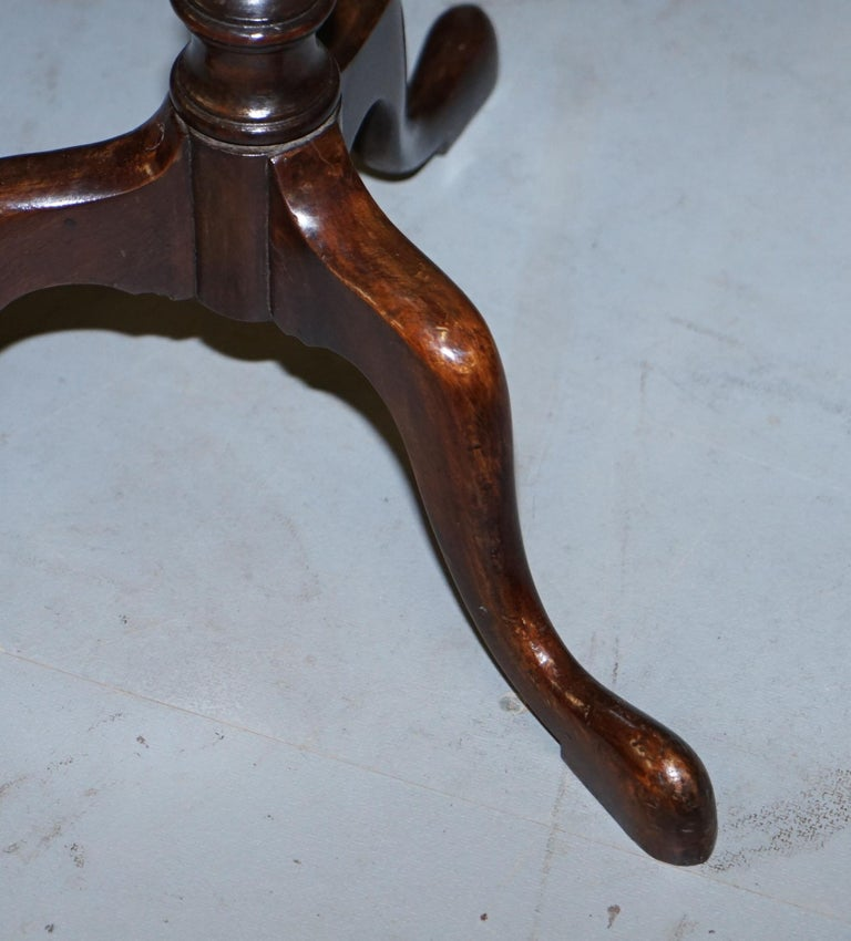 Rare Elegantly Carved Scottish Antique Mahogany Tripod Lamp Side End Wine Table For Sale 6