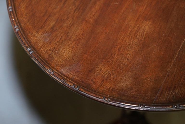 Rare Elegantly Carved Scottish Antique Mahogany Tripod Lamp Side End Wine Table In Good Condition For Sale In London, GB