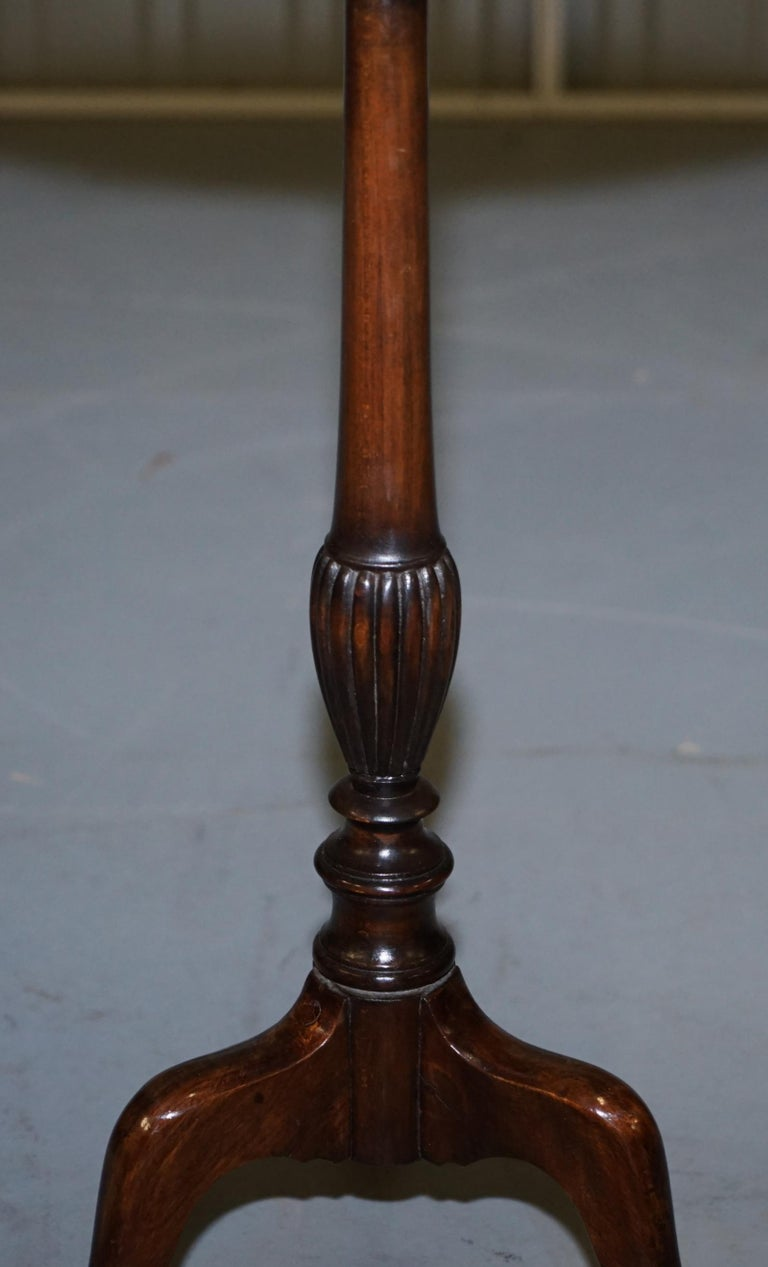 Rare Elegantly Carved Scottish Antique Mahogany Tripod Lamp Side End Wine Table For Sale 3