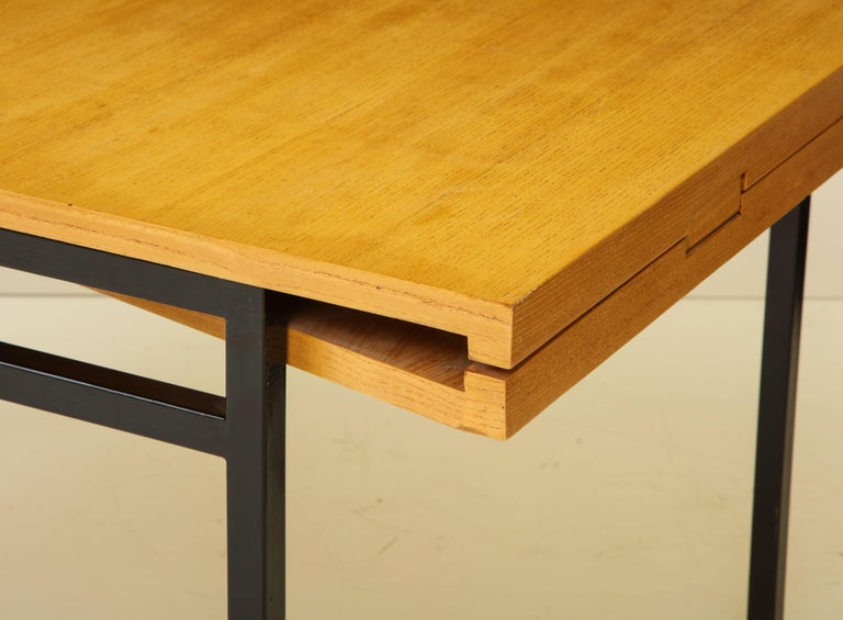 French Rare Expandable Dining Room Table by Pierre Guariche and Arp, France, 1960s For Sale