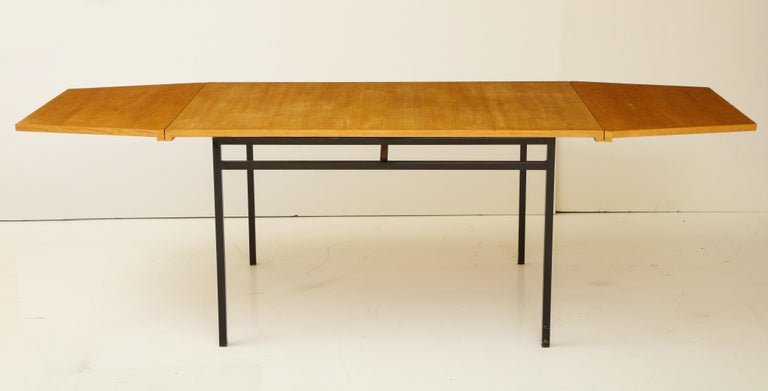 Rare Expandable Dining Room Table by Pierre Guariche and Arp, France, 1960s In Good Condition For Sale In New York, NY