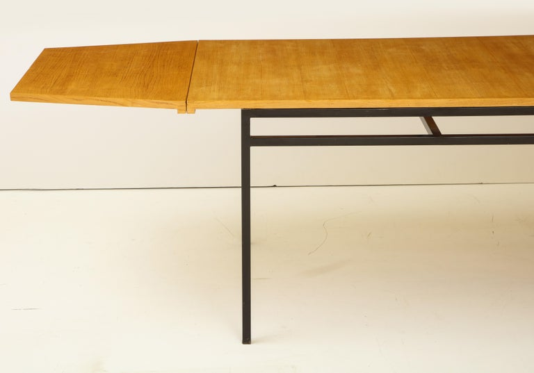 Mid-20th Century Rare Expandable Dining Room Table by Pierre Guariche and Arp, France, 1960s For Sale