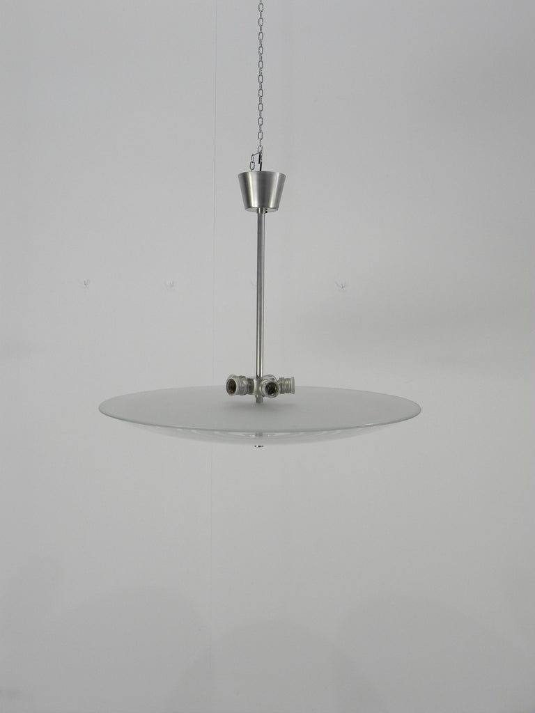 In perfect condition rare Fontana Arte chandelier by Pietro Chiesa published.