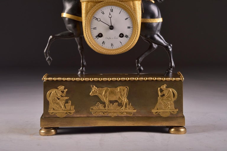 Rare French Patinated Gilt Bronze Clock of the Girl, La Laitiere, circa 1810 In Good Condition For Sale In Ulestraten, Limburg