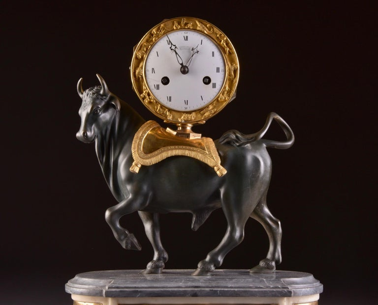 Rare high quality and prestigious pendula, with a large bull France, circa 1780-1795 Power reserve: 8 day movement striking: Half hour, one bell Dimensions: 42 x 31 x 18 cm Weight: 18 kg.   Shipping costs will be determined in