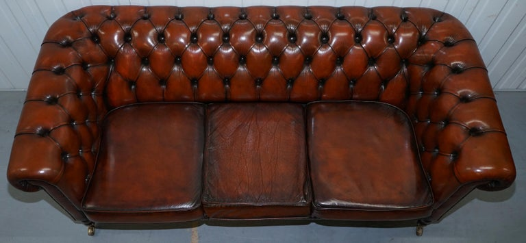 Rare Fully Restored Vintage Cigar Brown Leather Chesterfield Club 3-Seat Sofa In Good Condition For Sale In London, GB
